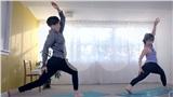 LMHT: Rảnh rỗi trước đại chiến với LPL, 'chủ tịch Faker' tranh thủ dạy yoga cho các game thủ cải thiện sức khỏe