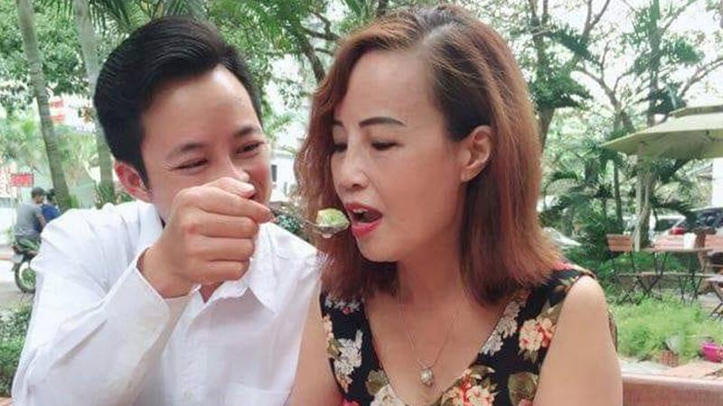Bị tố lạnh nhạt với người vợ 62 tuổi, anh chồng Hoa Cương lên tiếng xác thực về tin đồn