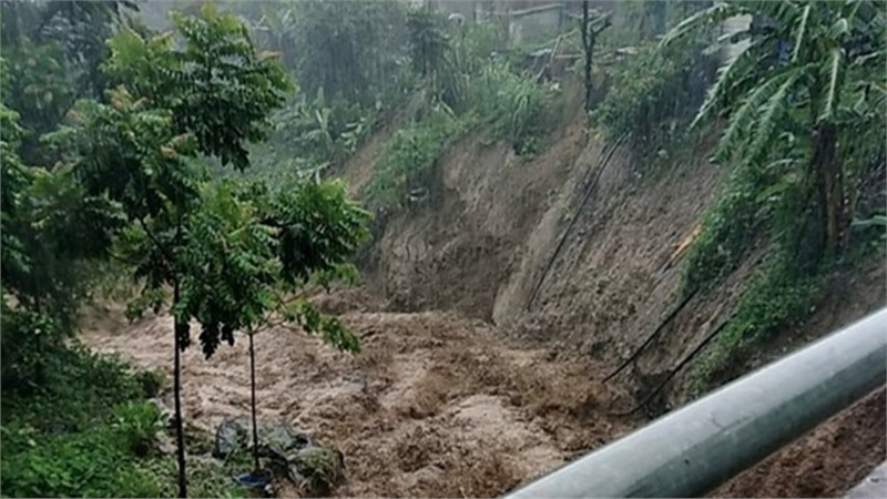 Sóng to, mưa lớn khi bão số 2 đổ bộ Thanh Hóa