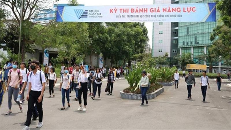 Hàng vạn thí sinh tham dự kỳ thi Đánh giá năng lực tại ĐHQH TPHCM