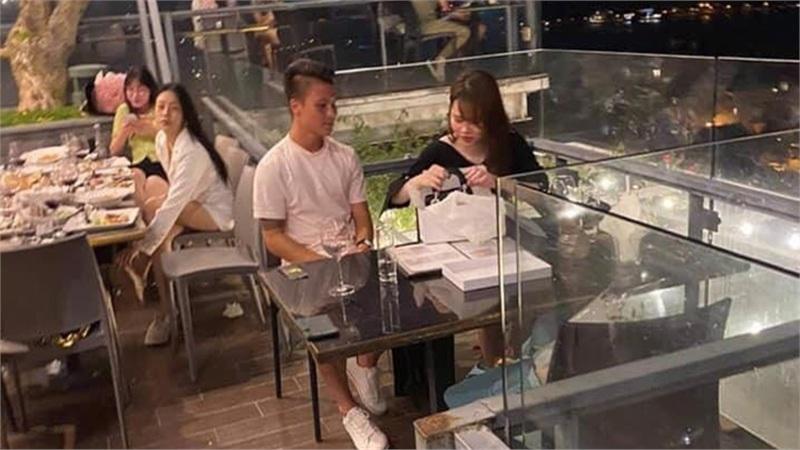 'Team qua đường' tung ảnh Quang Hải hẹn hò bạn gái tối qua, tiết lộ luôn nghề nghiệp mà Huỳnh Anh luôn giấu kín