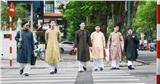 Nam công chức Huế chính thức mặc áo dài ngũ thân đi làm, dân mạng người khen kẻ chê và lãnh đạo Tỉnh cũng đã lên tiếng