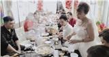 Cô dâu 63 tuổi ở Cao Bằng tổ chức tiệc 2 năm ngày cưới, gây tranh cãi khi mặc váy cô dâu rườm rà đứng đón khách