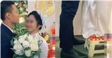 Đang đứng làm lễ cưới, chụp ảnh mà cô dâu có hành động lạ khó hiểu, hóa ra nhìn xuống chân cô mới hiểu lý do tại sao!