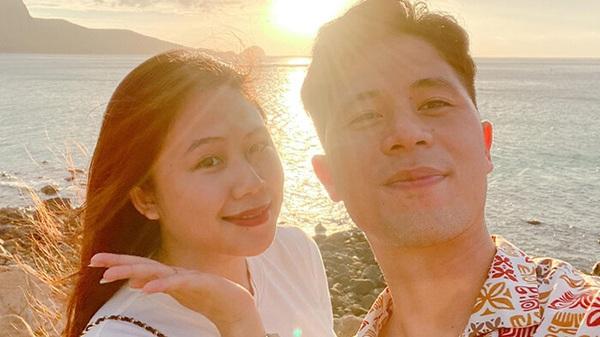 Trang Heo khoe ảnh selfie tình cảm với Đình Trọng dưới ánh hoàng hôn