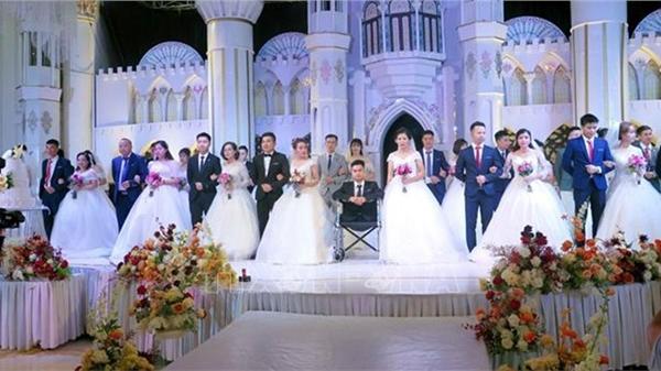 Xúc động lễ cưới tập thể của 19 cặp đôi công nhân