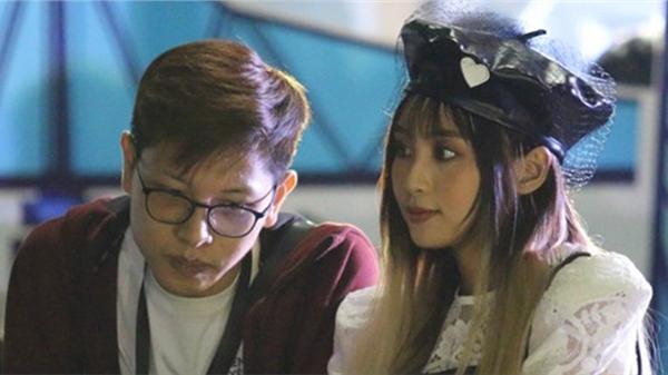 Khoảnh khắc ngọt lịm của cặp đôi Bomman và Minh Nghi phía sau cánh gà Chuyến Xe Tốc Chiến