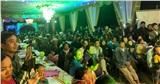 Ngay lúc này tại Nghệ An, bà con hàng xóm tới đông nghịt chúc mừng đám cưới Công Phượng - Viên Minh