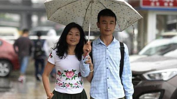 Bà chị U46 lấy chồng 'đáng tuổi con' và chuyện tình như phim Hàn vượt bao sóng gió đến bến bờ hạnh phúc