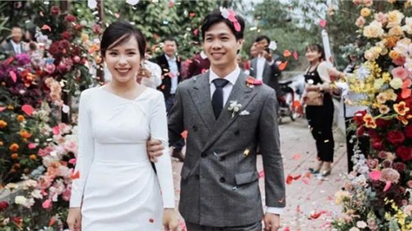 Công Phượng 'mở hàng' đầu năm bằng loạt ảnh cưới làm bao người ngóng đợi, kèm theo đó là lời chúc năm mới đúng kiểu 'anh thanh niên năm nay có vợ rồi'