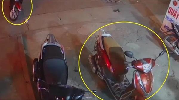 Người đàn ông đi nhầm xe của chị gái ở hiệu thuốc vì xe quá giống nhau, song lý do thực sự đáng lo lại nằm ở thói quen dùng khóa bất cẩn của chị em phụ nữ