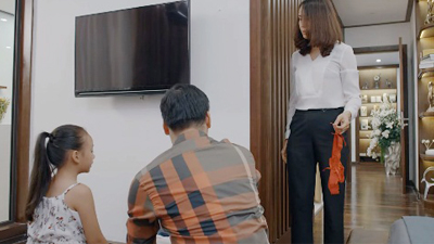 Trailer tập 6 'Hoa hồng trên ngực trái': Khuê chết điếng người khi phát hiện chiếc quần lót đỏ gợi cảm trong vali của Thái