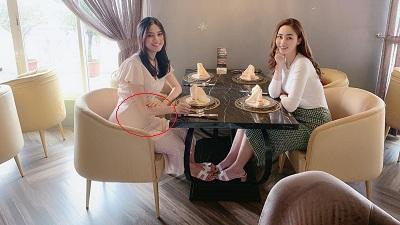 Xinh đẹp là một nhẽ, nhưng điều này của Á hậu Thanh Tú càng khiến người hâm mộ chú ý khi chụp ảnh cùng chị gái Trà My