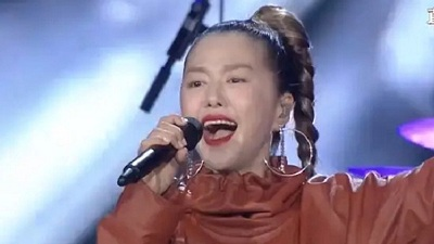 Bị 'ném đá' vì phá nát hit nhạc phim Tây Du Ký, nữ ca sĩ Trung Quốc lên tiếng