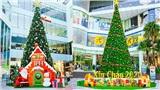 Chiêm ngưỡng những cây thông Noel khổng lồ ở Hà Nội trước thềm Giáng sinh