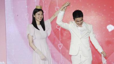 Màn cầu hôn hoành tráng nhất lịch sử Cbiz đã thuộc về thiếu gia sòng bạc Macau và chân dài Victoria's Secret