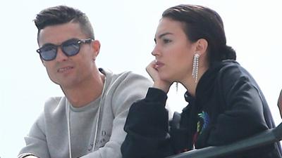 Cristiano Ronaldo tận hưởng chuyến du lịch cùng bạn gái mặc cho sắp phải hầu toà vì tội hiếp dâm
