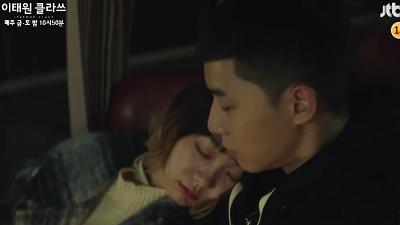 Bõ công 'chặn họng' tình địch, 'điên nữ' được Park Seo Joon ôm ngủ trong preview tập 7 'Itaewon Class'