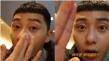 Trong phim là nam thần, ngoài đời là nam thần 'kinh', Park Seo Joon 'khoe' da mặt dầu, còn chấm ra tay cho fan xem!