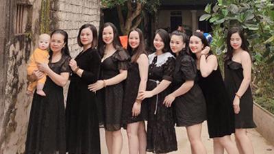 Gia đình 7 chị em gái, nhà đã đông lại càng đông thêm khi 5 cô có em bé cùng 1 năm