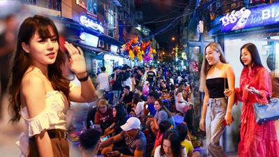 Phố bia Tạ Hiện bất ngờ đông đúc trở lại, dòng người chen chúc không có lối đi