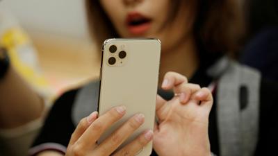 Bạn gái nằng nặc đòi tặng iphone11 vào dịp sinh nhật, chàng trai đau đầu nhờ dân mạng tư vấn