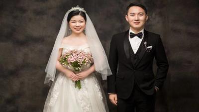 Hôn lễ trong dịch Covid-19: Chú rể một mình đến nhà gái đón dâu, cô dâu tự tay trang điểm