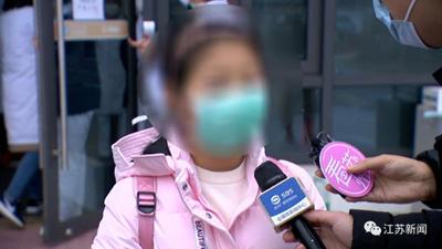 Xuất viện sau khi điều trị thành công bệnh dịch Covid-19, cô bé tiểu học nói một câu khiến dân mạng sửng sốt