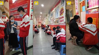 50 ngày trước kỳthi gắt gao nhất Trung Quốc, giáo viên giảng bài cho học sinh ngay tại hành lang