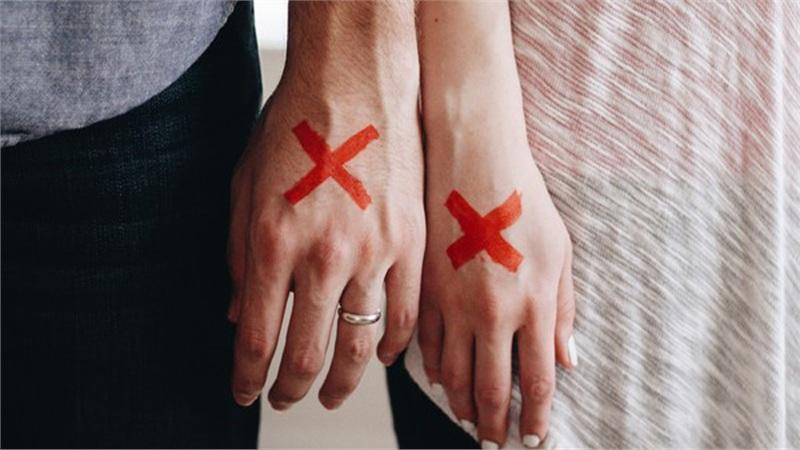 Cụ ông 73 tuổi chê trách vợ trẻ không thỏa mãn 'chuyện yêu' nên đòi ly hôn