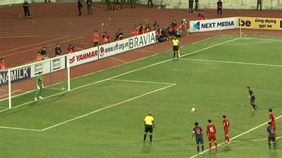 Tiết lộ: Quang Hải 'nhắc bài' giúp Đặng Văn Lâm cản phá thành công quả penalty của Thái Lan