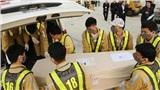 16 thi hài trong số 39 nạn nhân Việt Nam thiệt mạng tại Anh đã về đến sân bay Nội Bài
