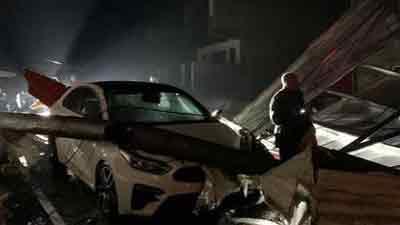 Mưa đá ở Yên Bái làm sập nhà dân, ô tô xe máy đổ la liệt trên đường