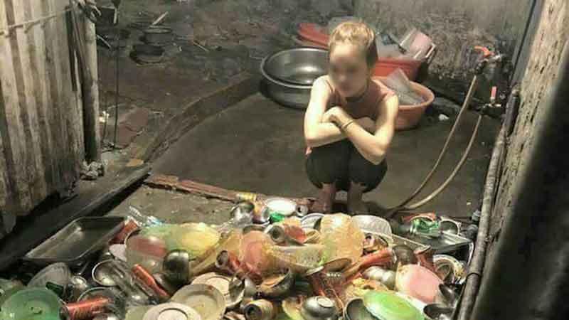 Về ra mắt còn đang ăn dở bát cơm đã bị mẹ người yêu sai: 'Xuống bếp rửa bát đi cho quen', cô gái có màn đáp trả đanh thép khiến phụ huynh nhà trai ngượng mặt!