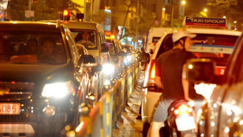 Bộ GTVT đề xuất người tham gia giao thông phải bật đèn cả ngày để... giảm tai nạn