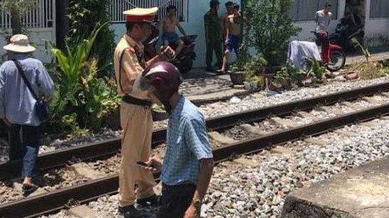Đi bộ qua đường ray, người đàn ông bị tàu hỏa tông chết thảm
