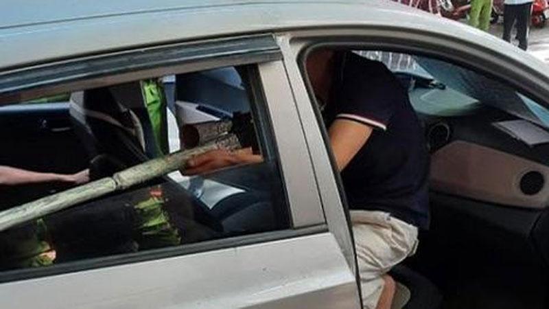 Bắt nghi phạm ngồi trong ôtô thò súng bắn vỡ hàm đại ca đất Cảng