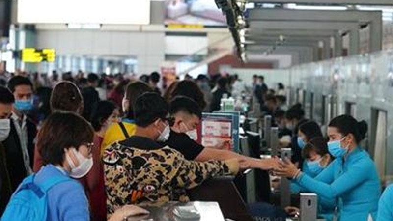Bị nhắc đỗ xe quá giờ, tài xế đấm chảy máu miệng nhân viên an ninh sân bay Nội Bài