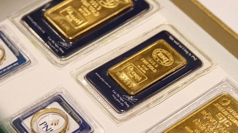 Giá vàng tăng gần 2 triệu đồng/lượng sau một đêm, vượt mốc 53 triệu đồng/lượng