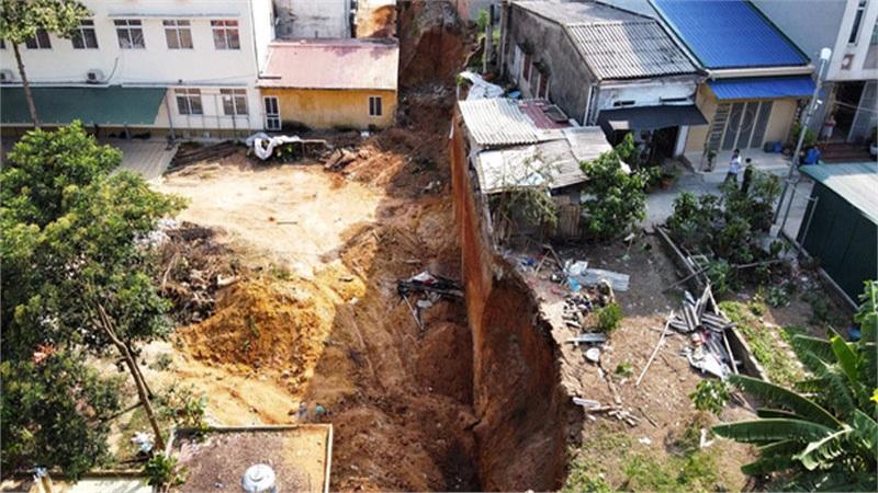 Nguyên nhân ban đầu vụ sập công trình ở trung tâm hướng nghiệp Phú Thọ khiến 4 người tử vong
