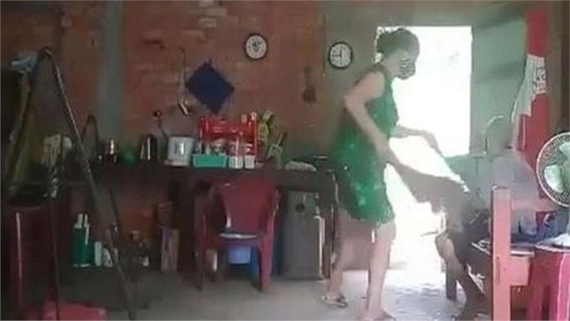 Công an Long An vào cuộc điều tra vụ cụ bà bị đánh đập, đổ phân lên đầu