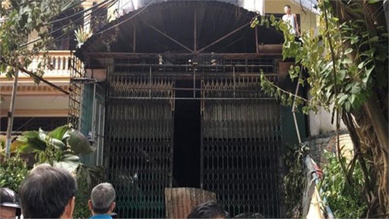 Ôtô và xe máy bị thiêu rụi trong ngôi nhà 3 tầng bán vàng mã