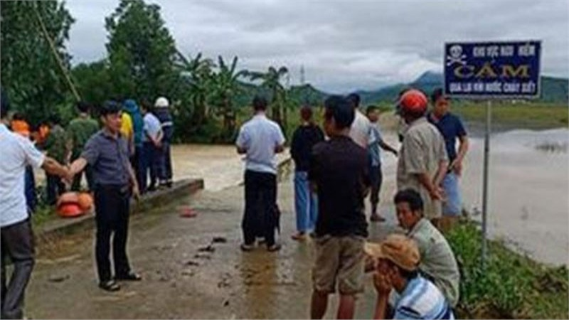 Nam thanh niên bị nước lũ cuốn chết đuối trên đường trở về nhà