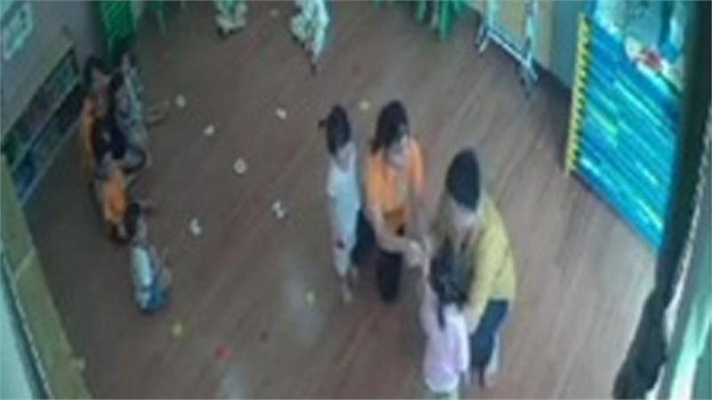 Làm rõ vụ bé gái 2 tuổi bị bố của bạn học cùng lớp hành hung ở Lào Cai