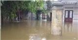 Đà Nẵng: Hàng chục nhà dân bị ngập nặng, người dân dùng ghe đi lại