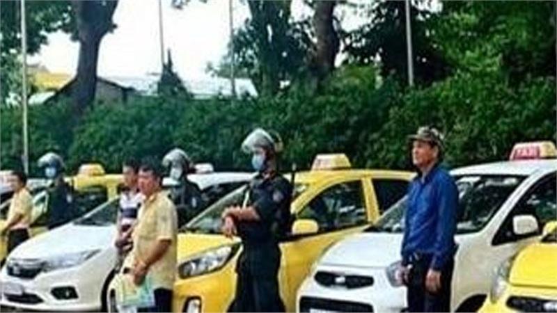 http://tiin.vn/chuyen-muc/24/mau-thuan-tranh-gianh-khach-7-tai-xe-taxi-o-dong-nai-lao-vao-hon-chien-truoc-cong-benh-vien.html