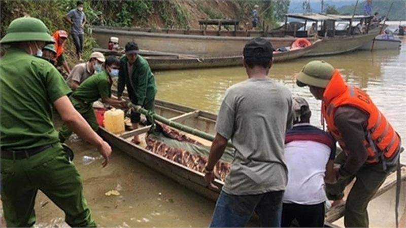 Đưa thi thể công nhân tại thủy điện Rào Trăng 3 ra ngoài bằng đường sông
