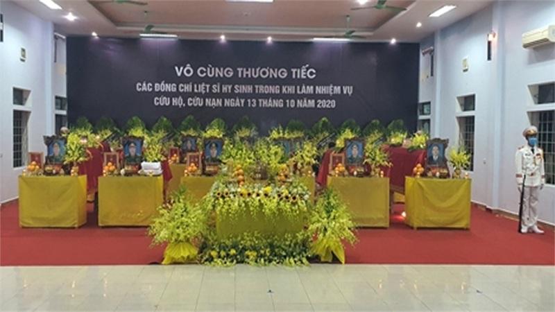 TIN TƯỜNG THUẬT TRỰC TIẾP: Lễ viếng, truy điệu các cán bộ hy sinh khi làm nhiệm vụ khắc phục hậu quả lũ lụt tại tỉnh Thừa Thiên-Huế