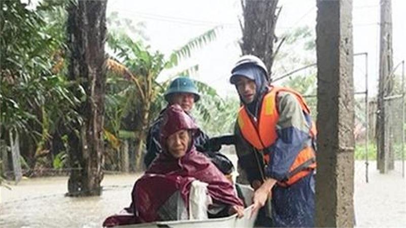 Hà Tĩnh: Nước lũ dâng cao, khẩn cấp sơ tán hơn 45.000 người dân