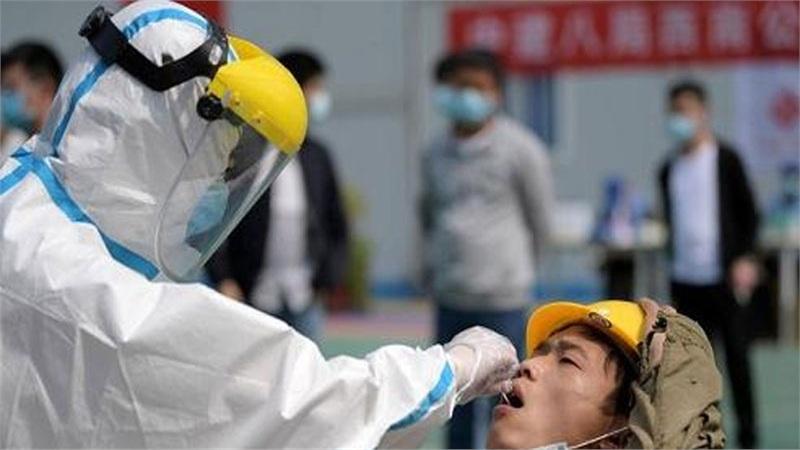 Trung Quốc bùng phát cụm dịch COVID-19 mới lớn nhất sau 4 tháng